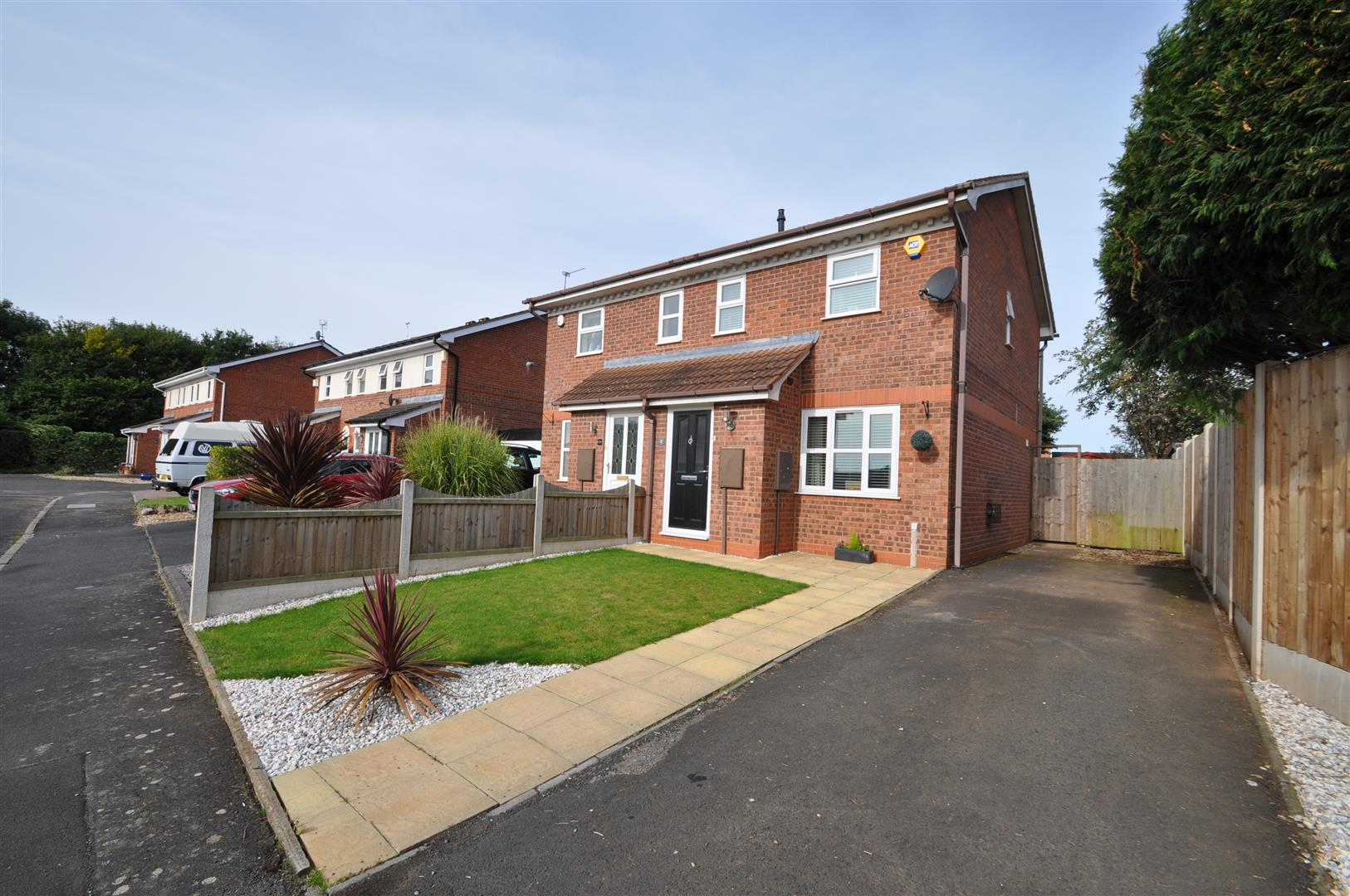 2 Bedrooms Semi Detached House for sale in Grosvenor Close, Droitwich